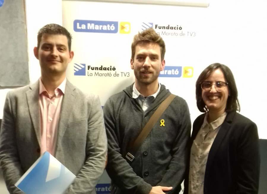 D'esquerra a dreta: Franc Llorens CIBERNED-IDIBELL, Enric Vidal IRTA-CReSA i Sierra Espinar IRTA-CReSA durant l'entrega dels premis de la Marató de TV3.
